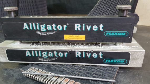 Gumový pás TYP4 š.178 mm s přípravkem + spojem Flexco RIVET